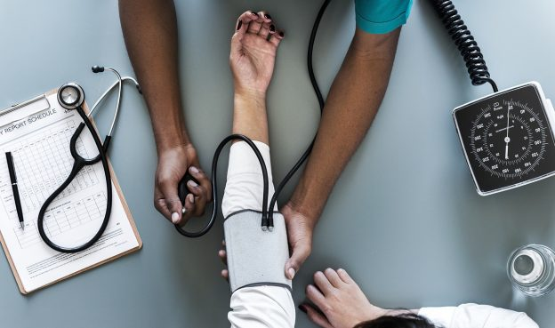 doenças causadas pelo excesso de trabalho